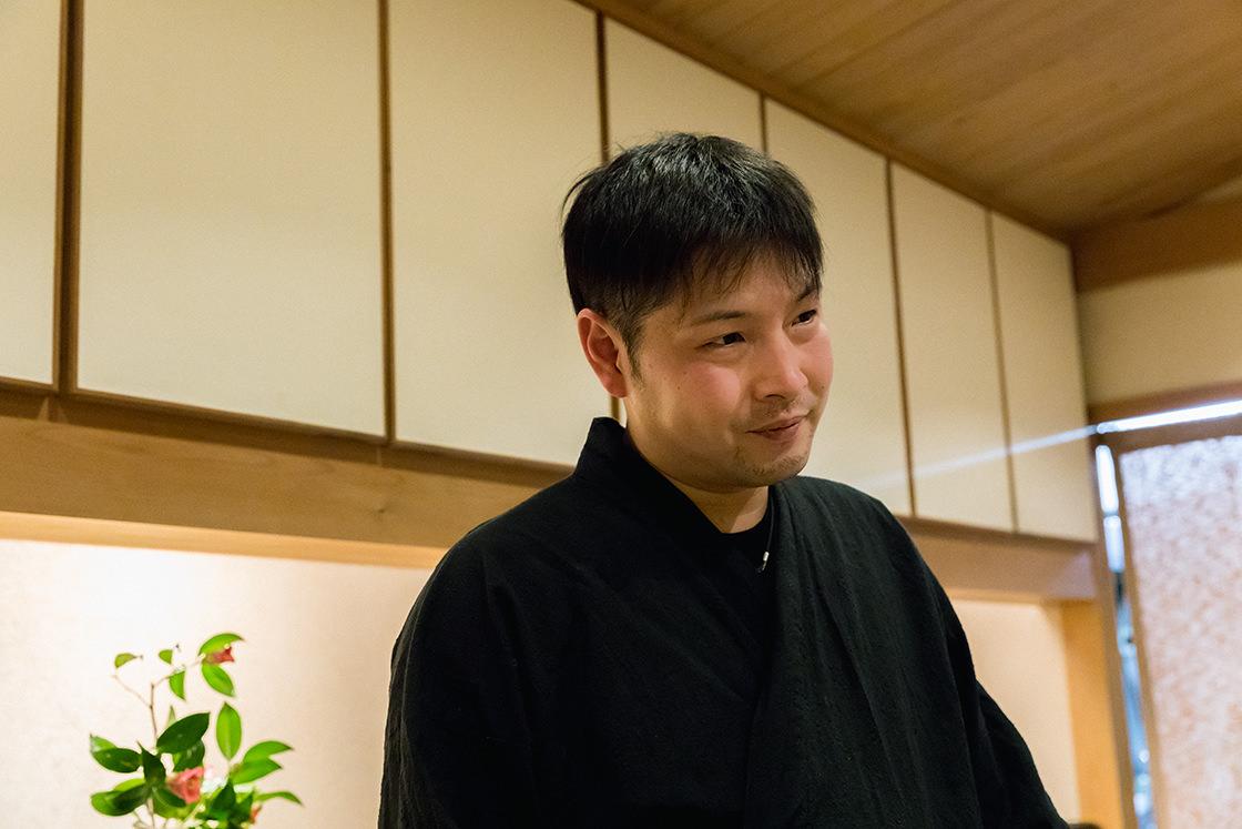 店主の川島広史さん。豆腐店の家業を守り継ぎながら、このお店を開くために東京の日本料理店で修行を積んできました