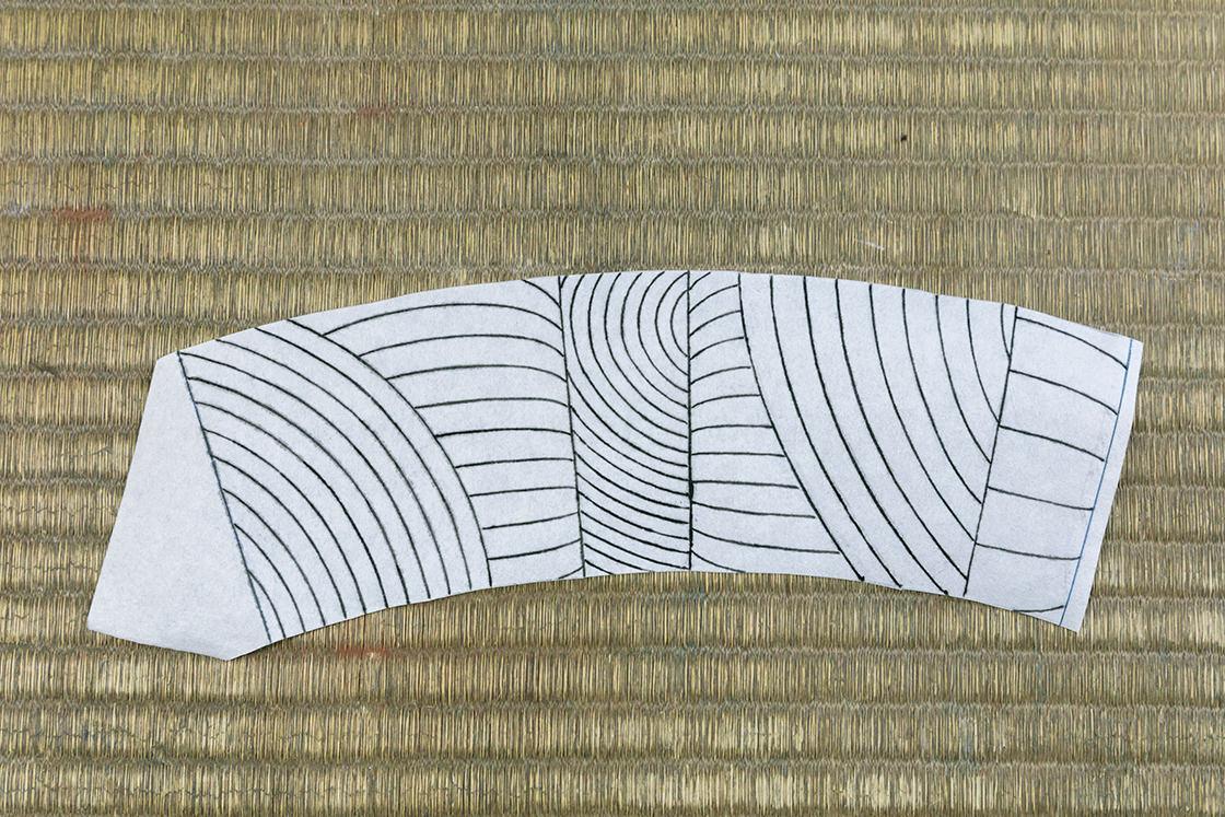 桐灰で線書きされた型紙