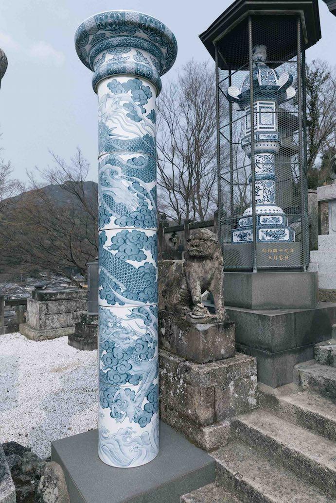 門柱 (左) や灯籠 (右) まで!
