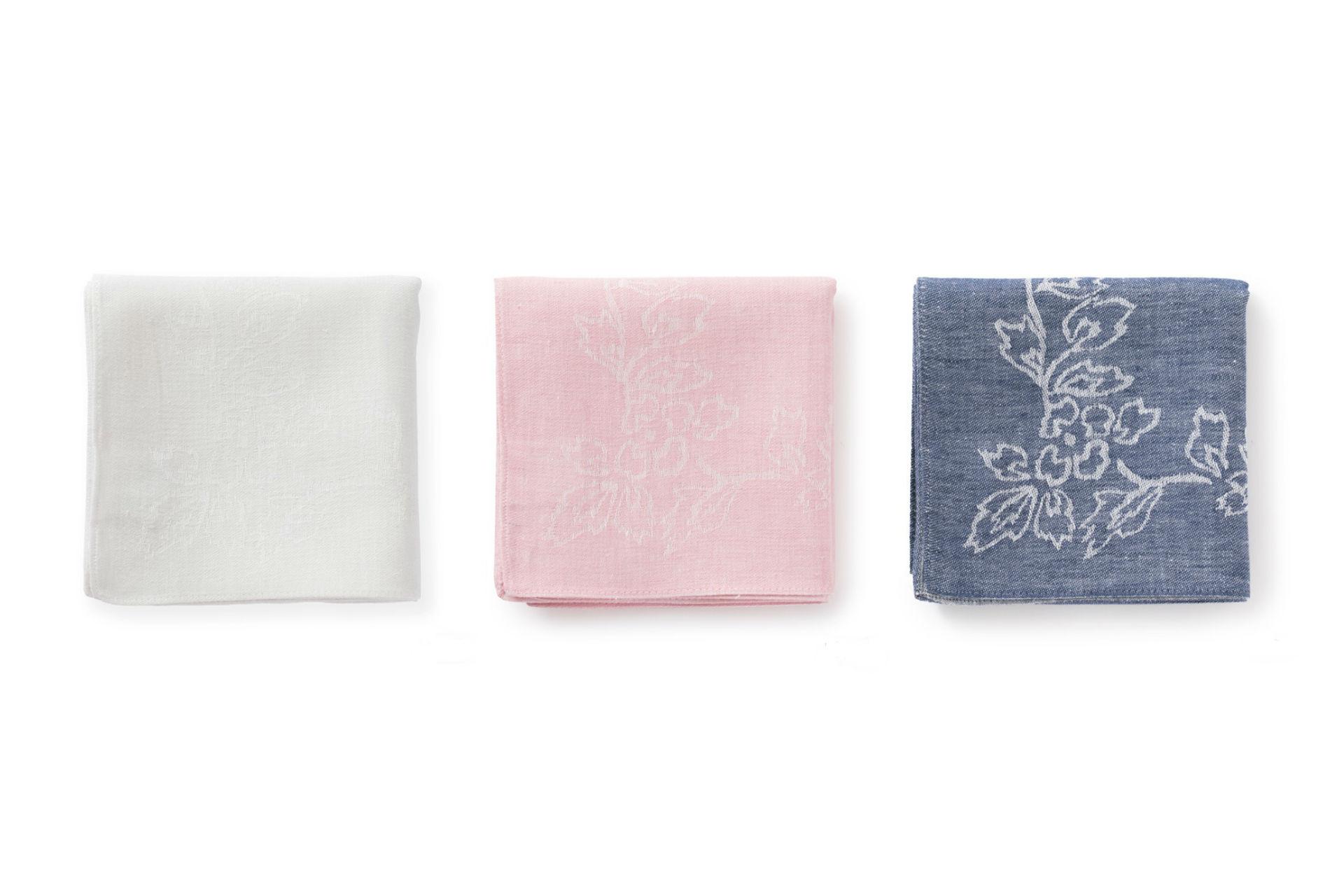 こちらが完成した復刻版。白、ピンク、紺の3色が生まれました