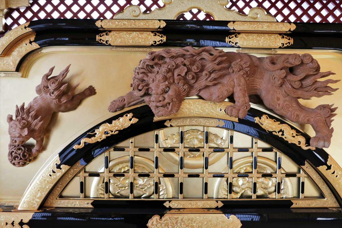 木彫・漆塗・彫金など、祭屋台には飛騨の匠たちの技術が結集されている