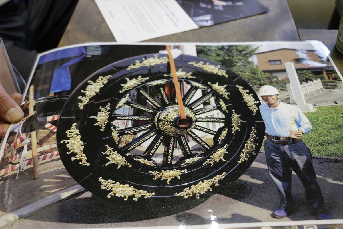 背丈よりも大きな2メートルもの車輪!富山県高岡市のもので、とても豪華だ