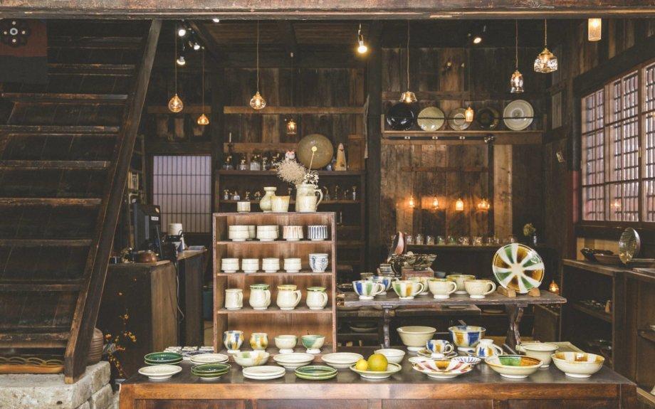 鞍田崇・安土草多による異色の二人展が飛騨高山「やわい屋」で開催