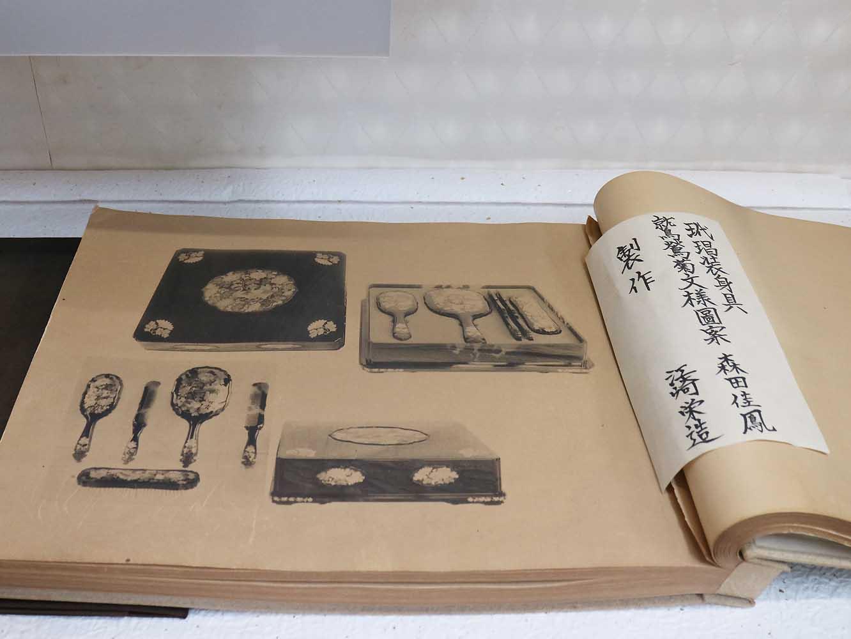 昭和天皇御成婚時の献上品目録。「玳瑁装身具」とあります