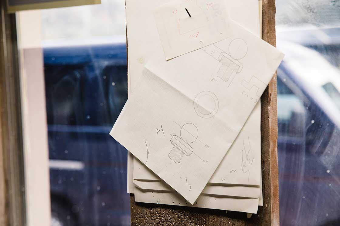 波佐見町「型屋」に貼られた陶磁器の図面
