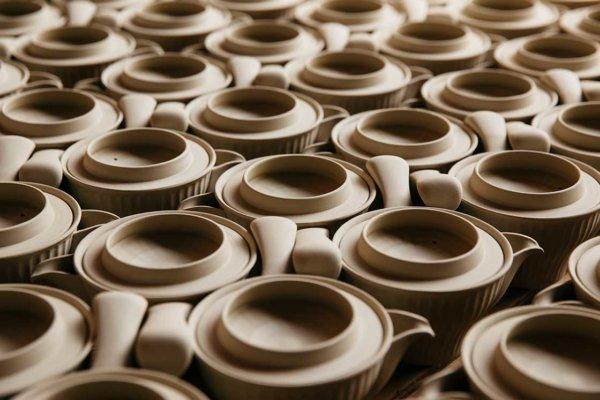 長崎県波佐見町「村松生地」の陶磁器の素焼き