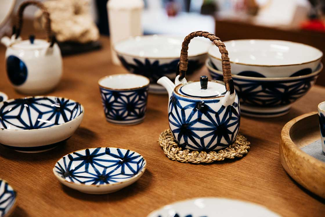 長崎波佐見焼きの茶器や食器