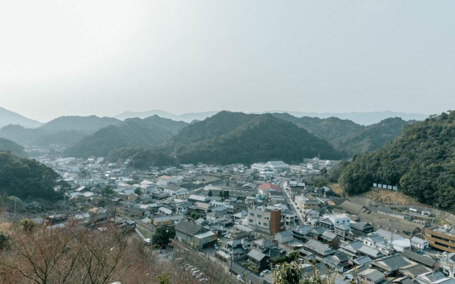 有田の町並みは、江戸時代に作られた焼き物の「工業団地」の姿がほぼそのまま残されていました