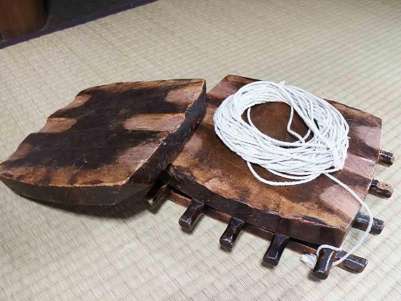 こちらの道具は、三味線の胴に皮を貼る際に使うのだそう