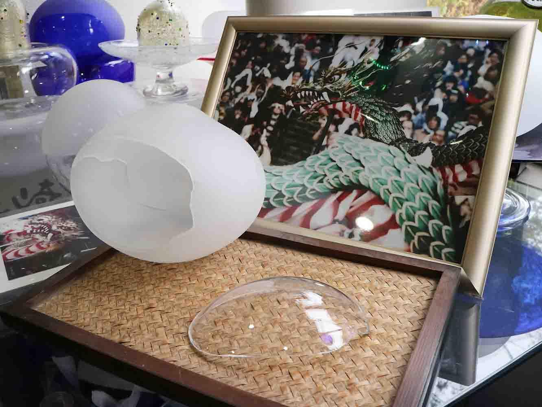 長崎のお祭、「くんち」の山車の装飾にもガラスが用いられている。こちらは竜の目