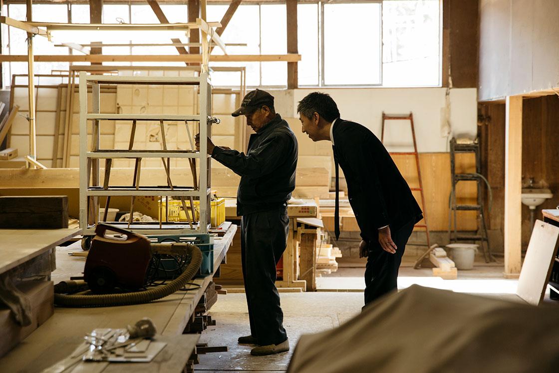 嬉野 和多屋別荘 代表 小原嘉元さんと大工さん