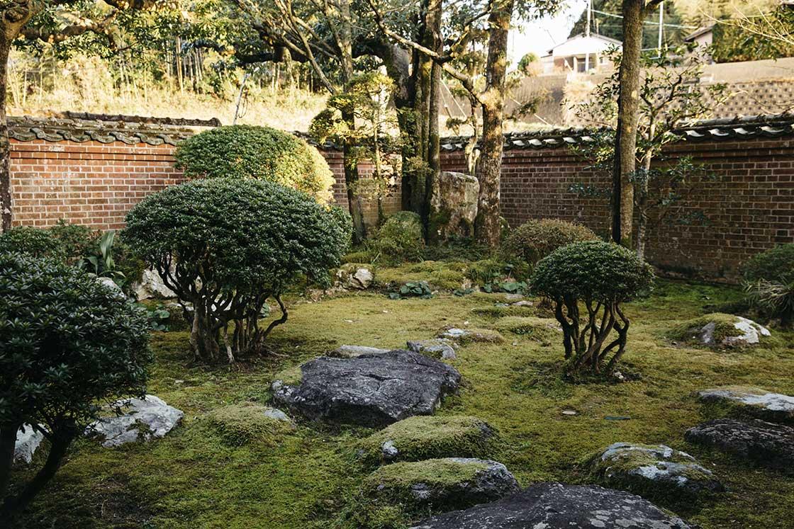 長崎県川棚町の私邸にある庭の敷石