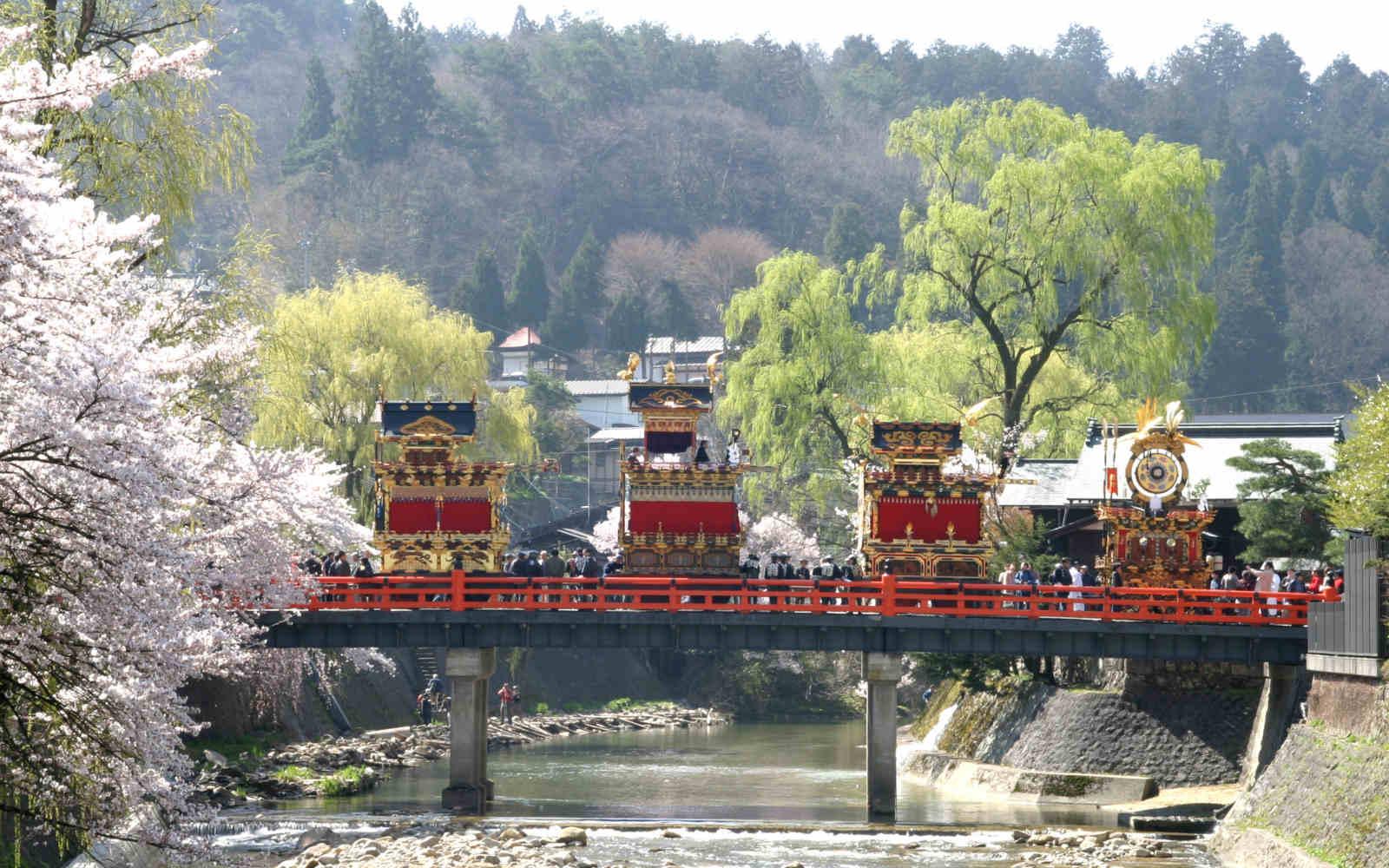 春の高山祭(提供:高山市)