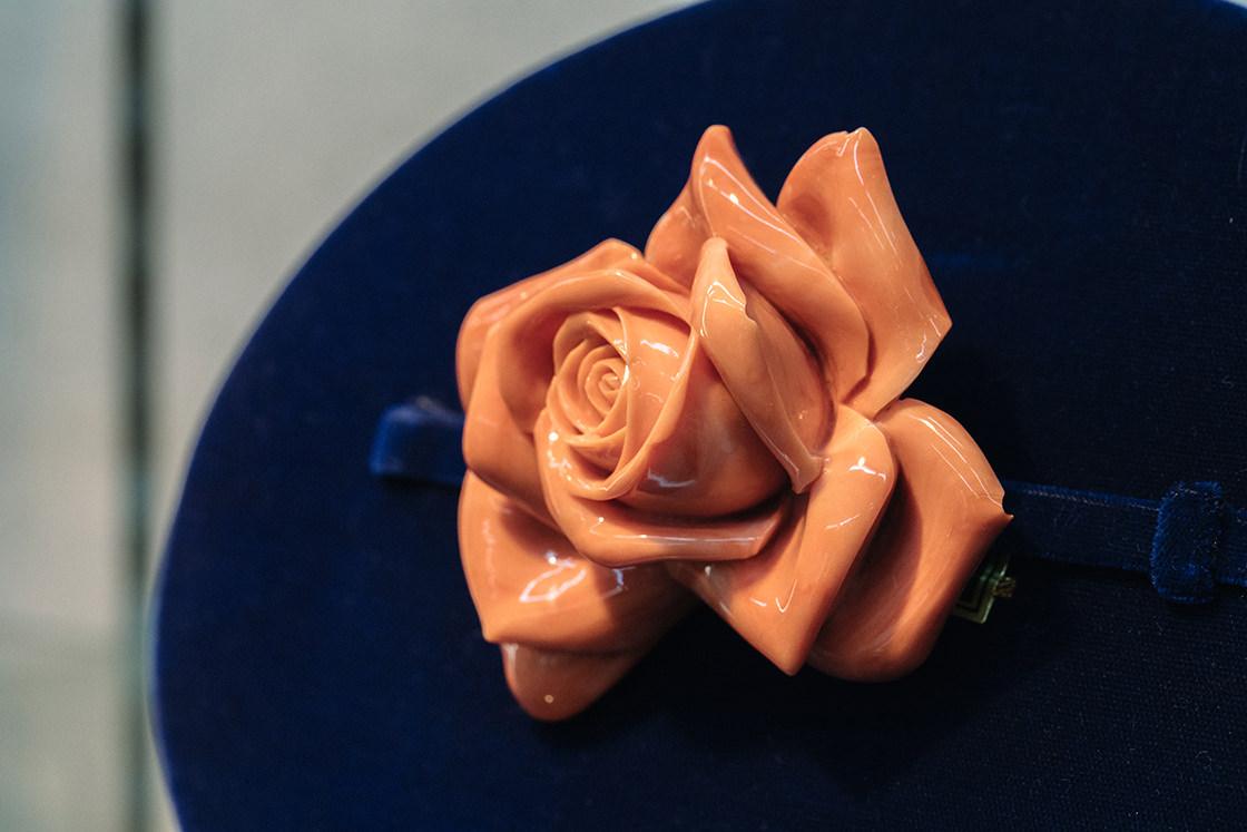 厚みがあり、本物のバラのように見える