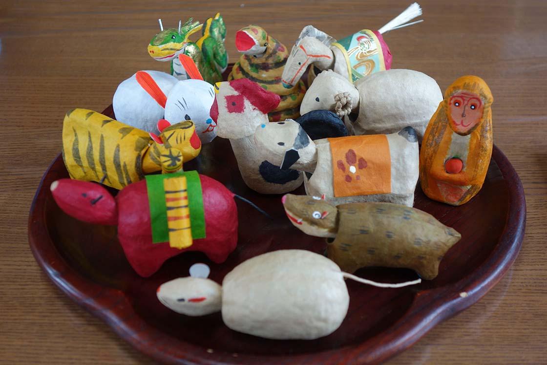 干支の動物の木彫り人形