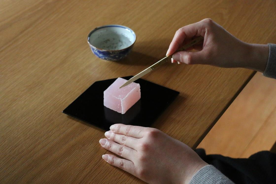 お茶菓子は全て、奈良の和菓子の名店「樫舎 (かしや) 」さんが手がけているそう
