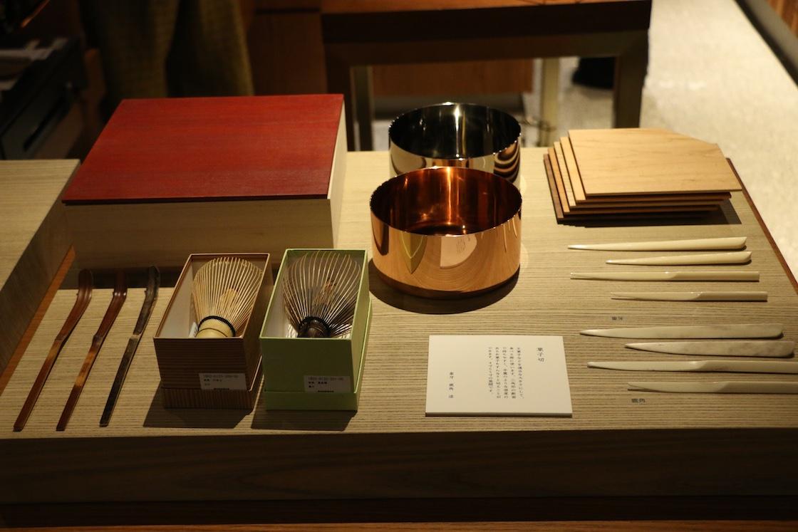 茶論の物販スペース「見世 (みせ) 」では、お茶道具を購入することができます。通うとどんどん欲しくなってしまいそう‥‥