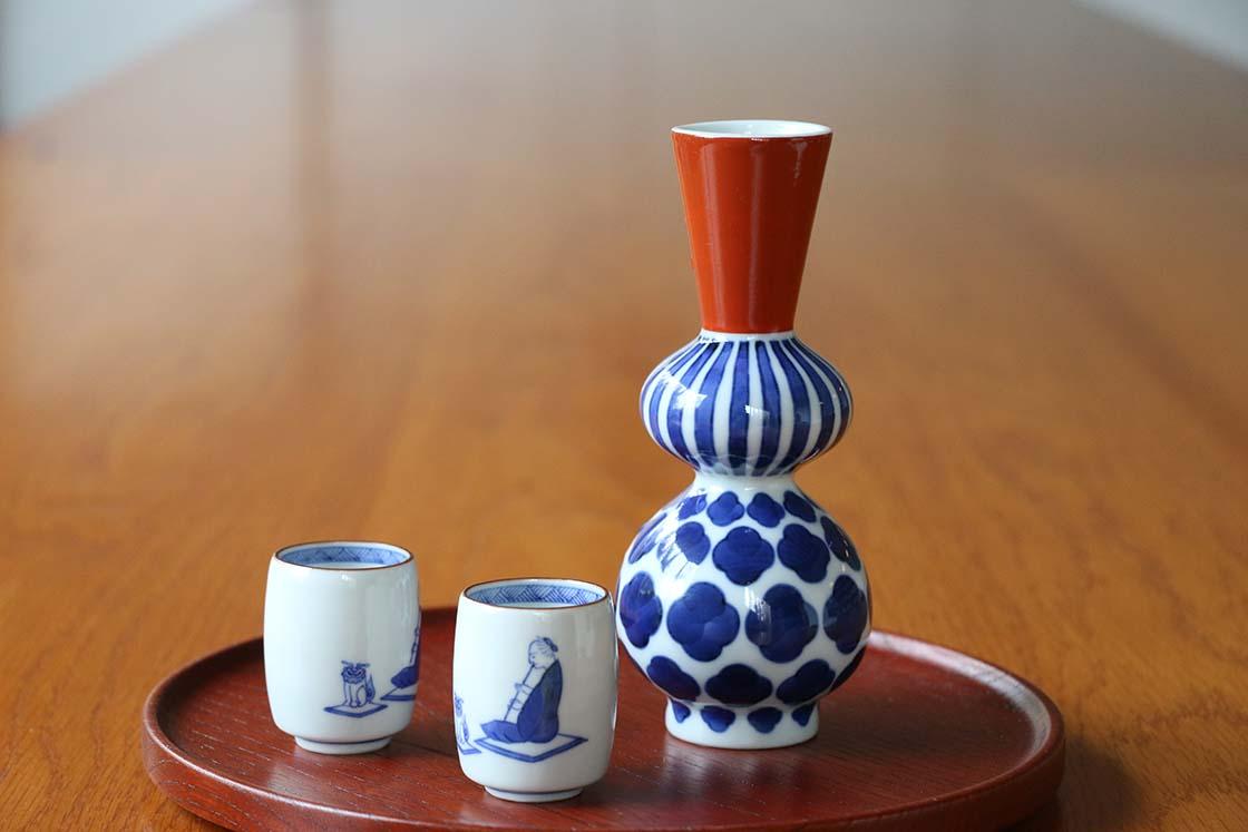 石川県能美市にある九谷焼の老舗、「上出長右衛門窯(かみでちょうえもんがま)」の徳利
