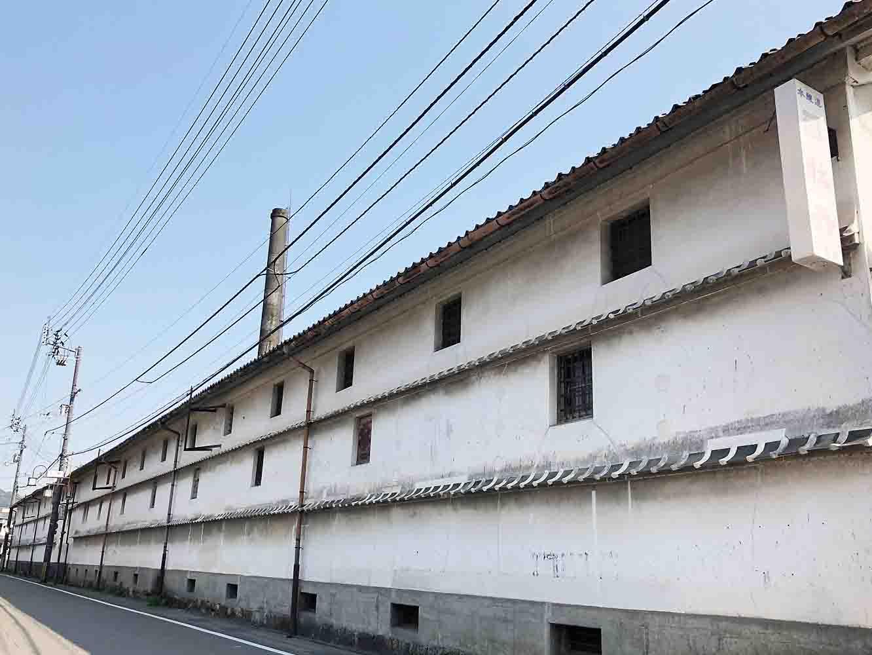 全長80メートル続く司牡丹の蔵。出荷前のお酒が眠るこの蔵は、日本有数の長さなのだそう
