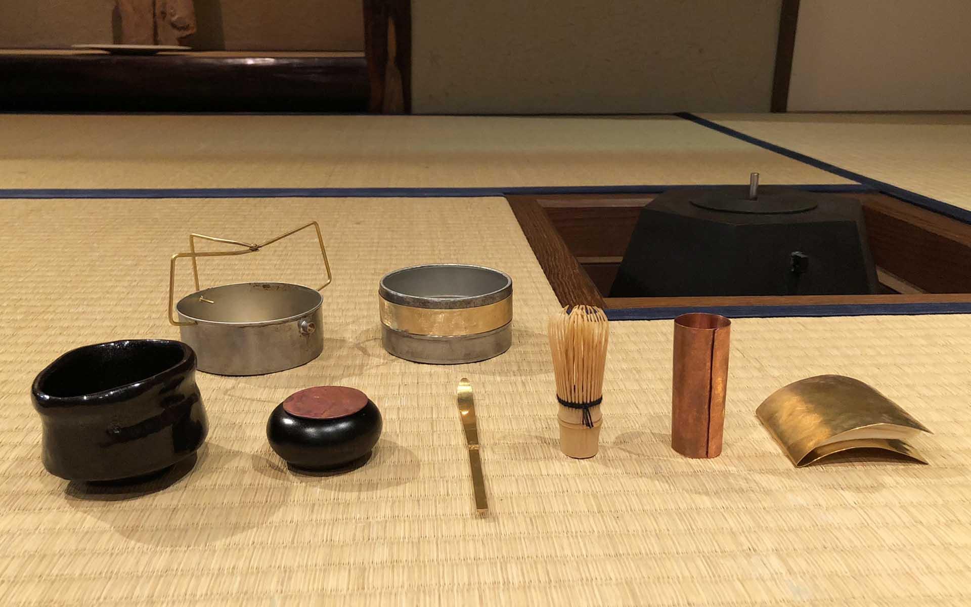 茶箱から取り出した茶道具
