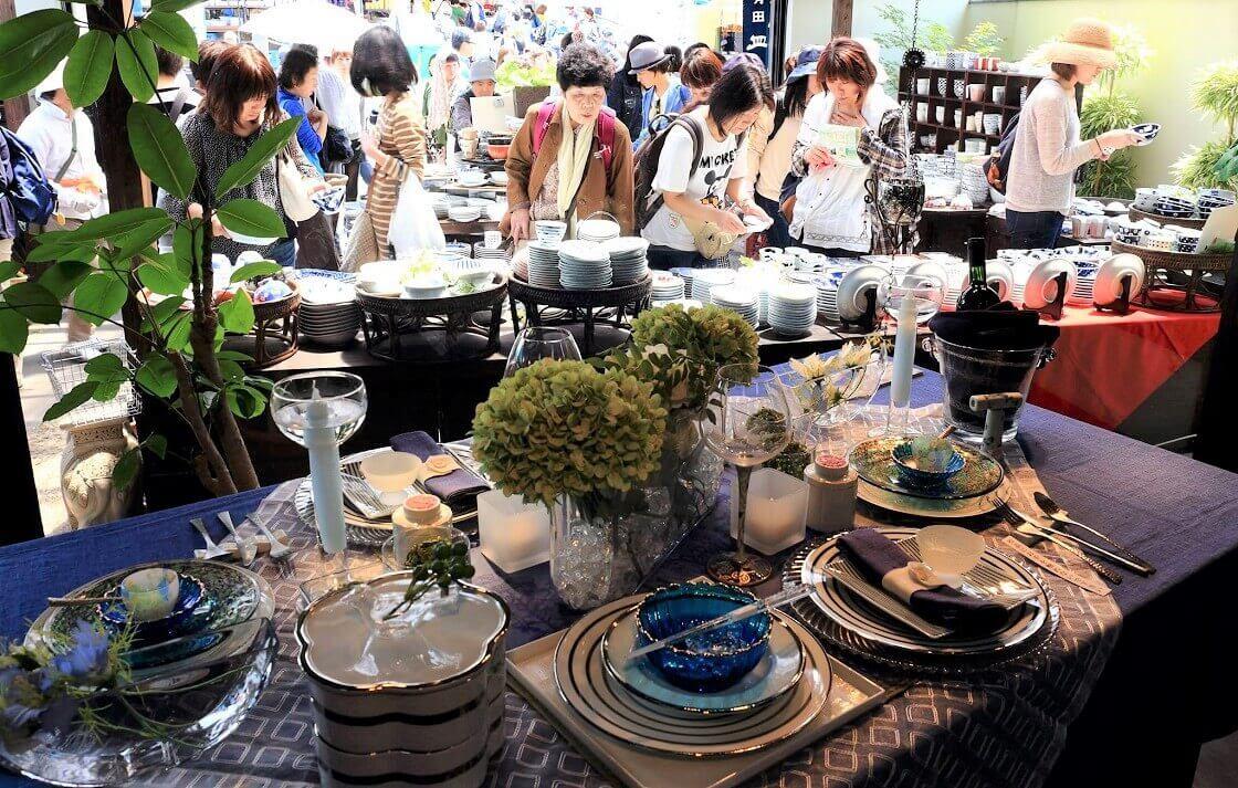 有田の陶器市のテーブルセッティング