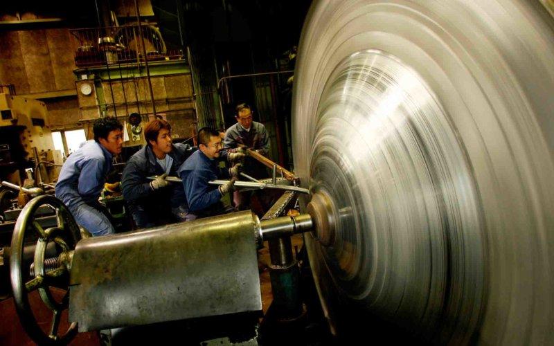 北嶋絞製作所での金属加工の様子