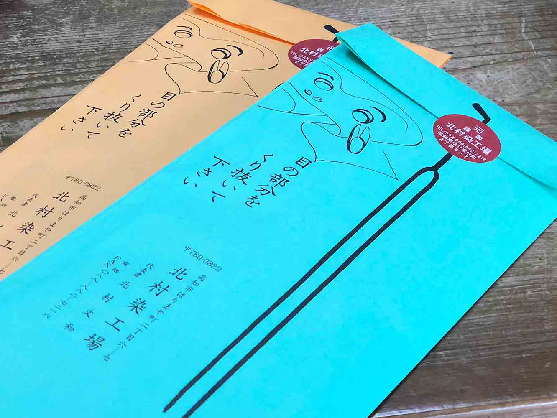 パッケージ裏に、可愛らしいイラスト入りで使い方が書かれています。シールの封が、よさこい節の歌詞に登場するかんざし風になっている遊び心も北村さんのアイデア