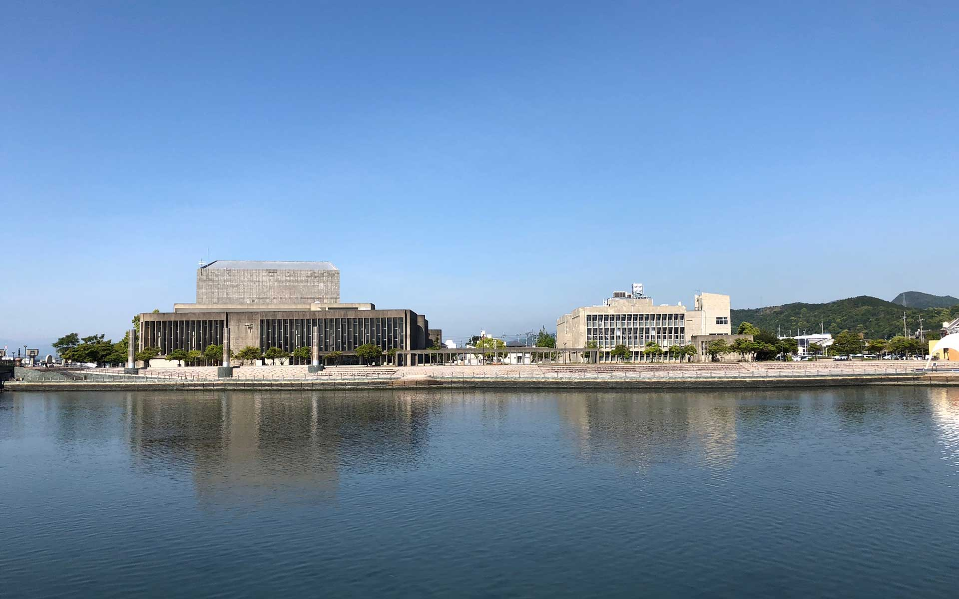 建築家・増田友也の「鳴門市文化会館」に見る、ギャップの美しさ