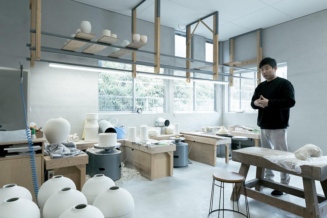 見せていただいた奥の工房も自然光たっぷり。気持ち良く作陶に集中できるそうです