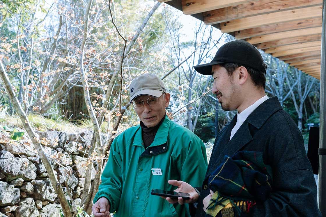 設立当初から植物園に従事されている鴻上さんに園内を案内いただいた