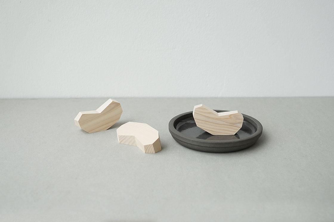 木工作家、西本良太の作品「リンゴ」
