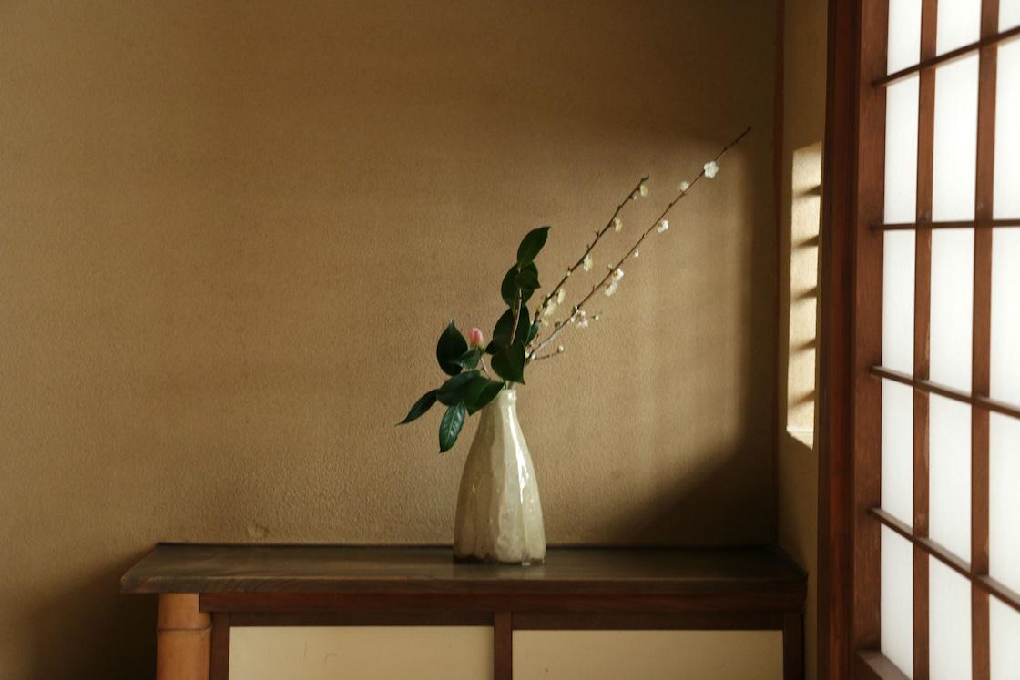 客室にさりげなく置かれた花器も、隆太窯のものでした