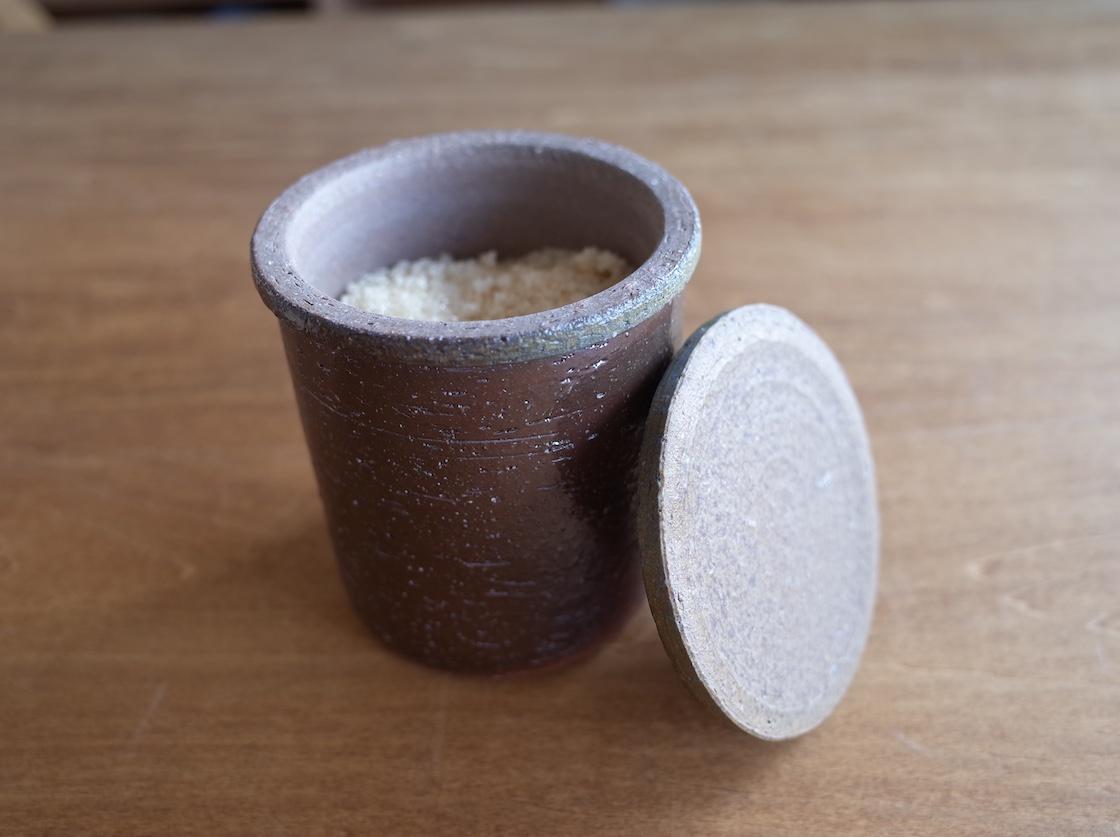同じ一陽窯さんで購入したもの。砂糖壺として使っています