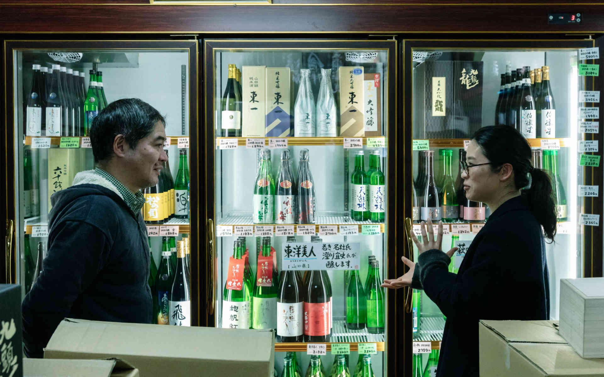 bowl店長・高塚裕子さんと行く有田。1日目はプロが頼る「井上酒店」、窯元御用達「むく庵」へ