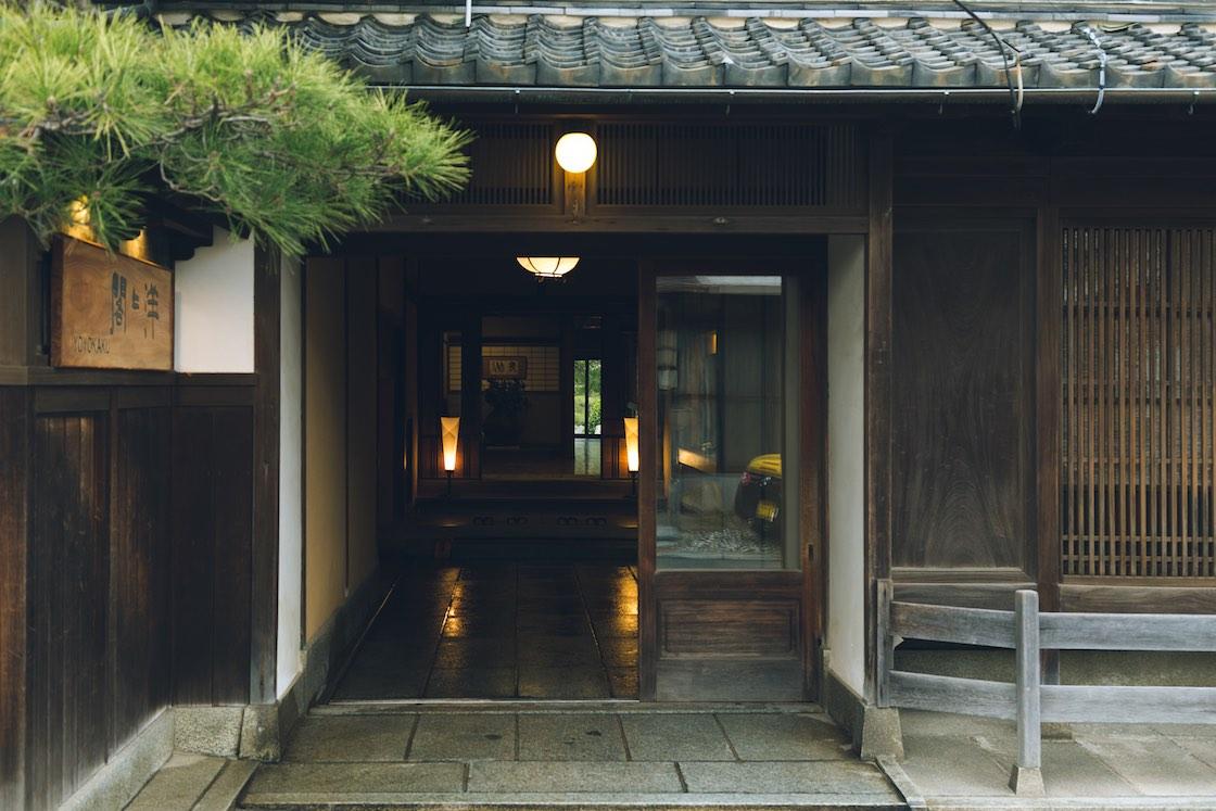 洋々閣の玄関