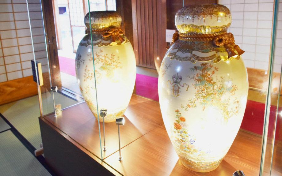 幕末の薩摩焼の傑作を職人が再現。鹿児島の名勝・仙巌園で展示中