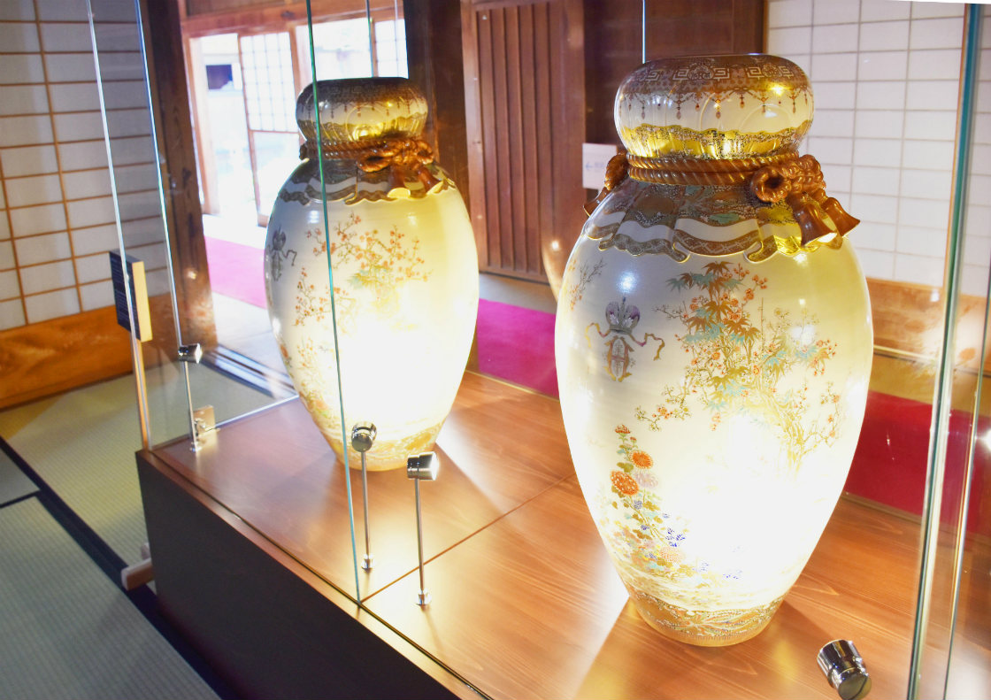 仙巌園「御殿」に展示されている薩摩焼の大花瓶