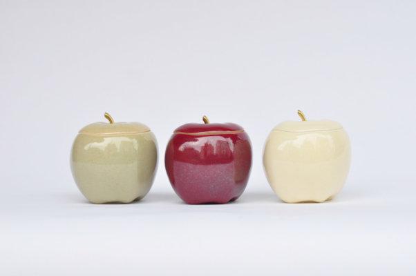 色・形ともに本物のリンゴのような「チンジュカンポタリー」の代表作「Apples」