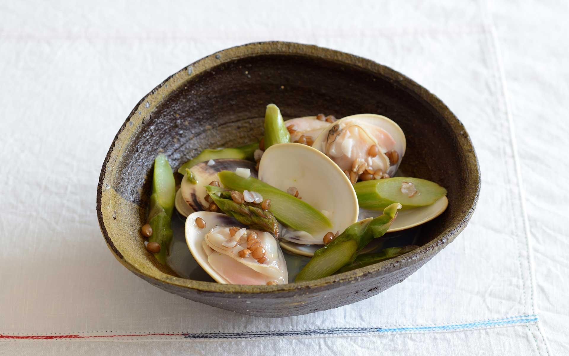 みんげいおくむらの奥村さんが作る料理、沖縄の南蛮に盛り付け