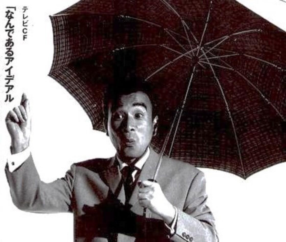 1954年に開発されたアイデアル社(旧・丸定商店)のスプリング式折り畳み傘広告