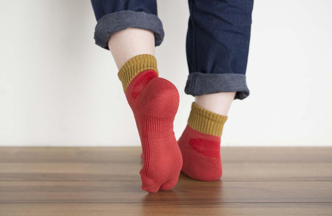 足裏にはタオルと同じパイル編み加工を