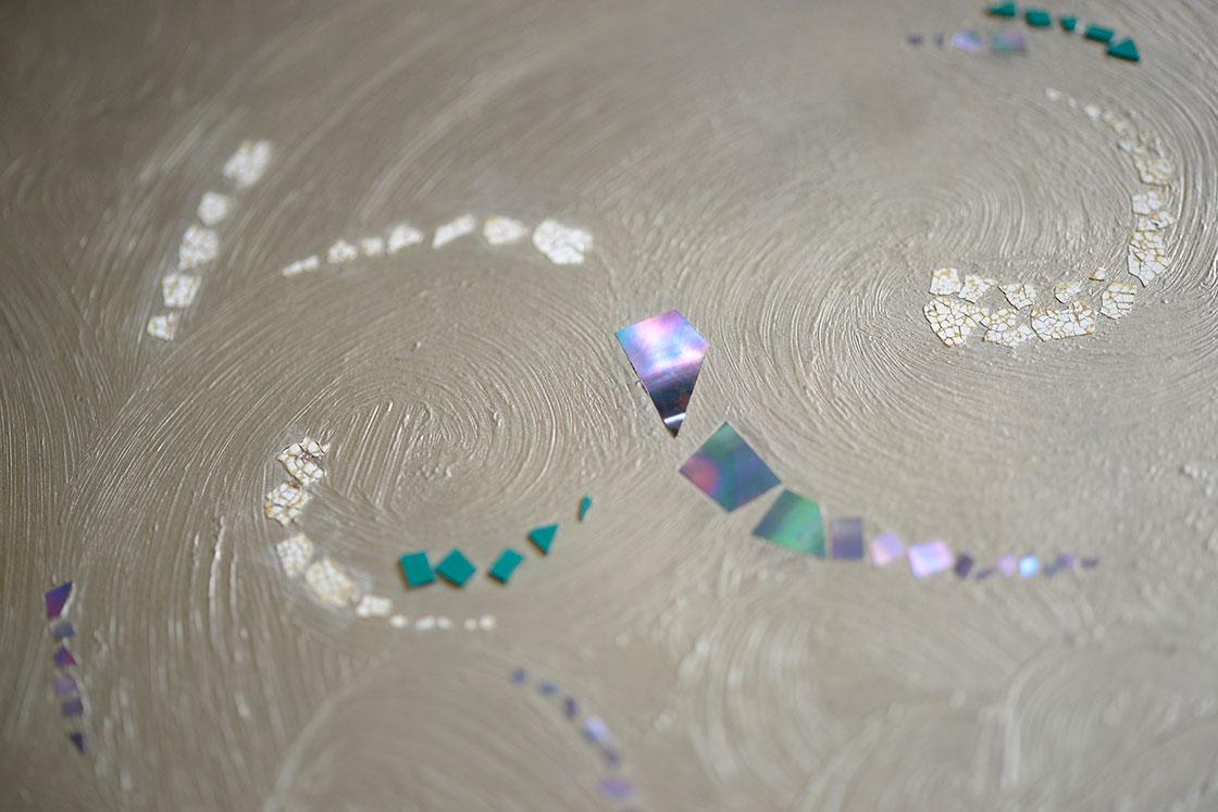 様々な色合いがきれいな夜光貝の螺鈿