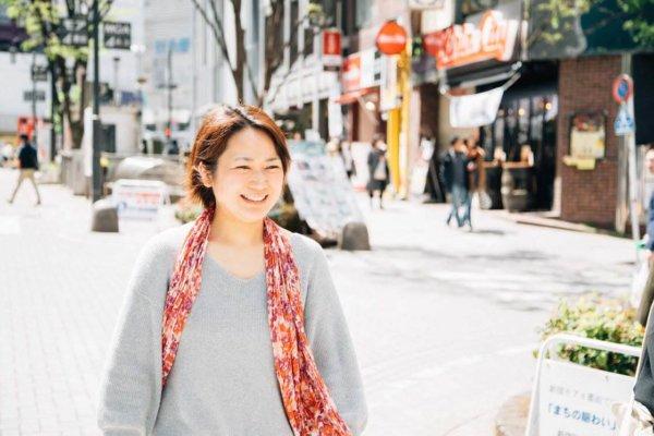 爽やかに微笑む浜田さん