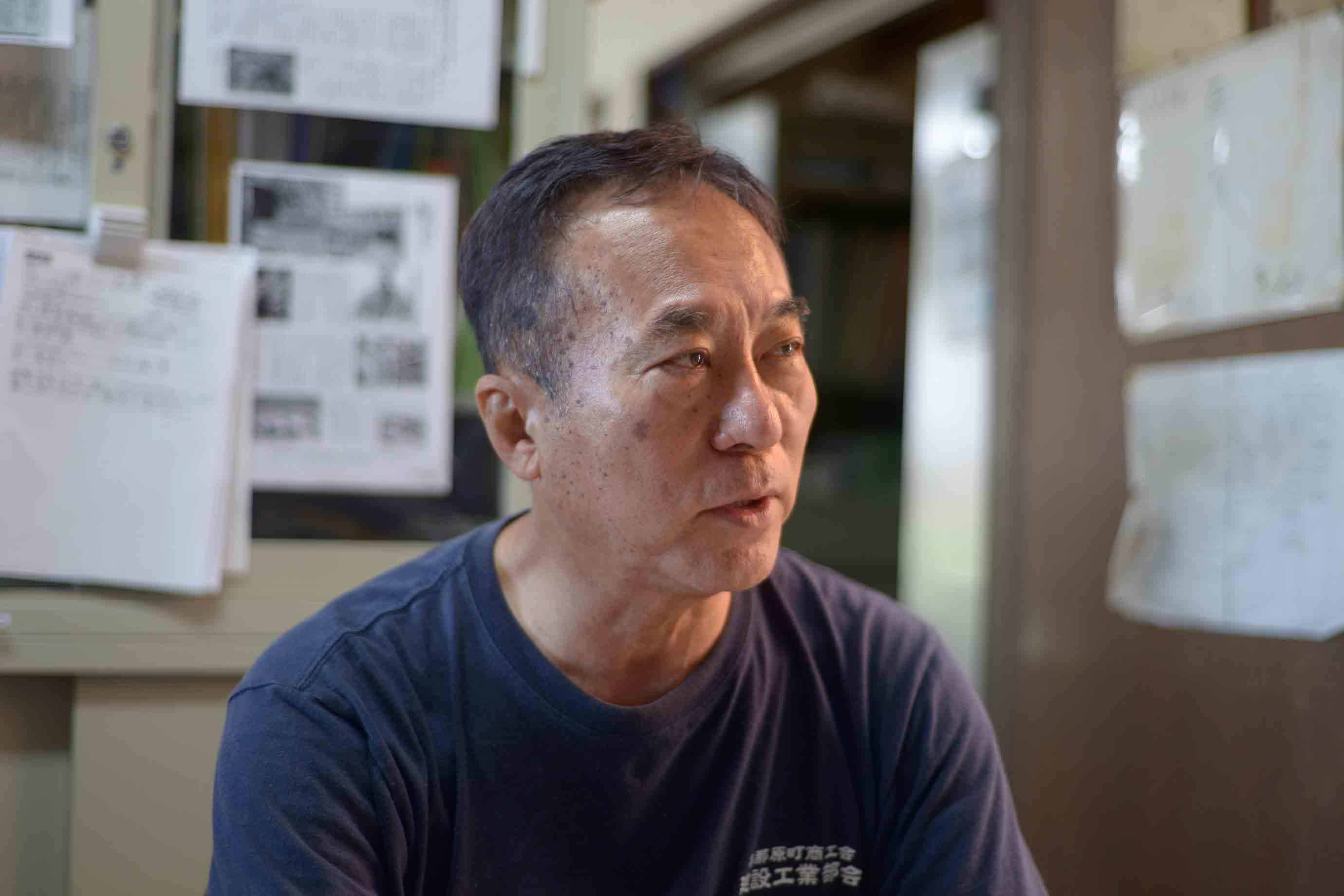 沖縄県赤瓦事業協同組合の代表理事も務める社長の八幡昇さんは、沖縄赤瓦造りの第一人者です
