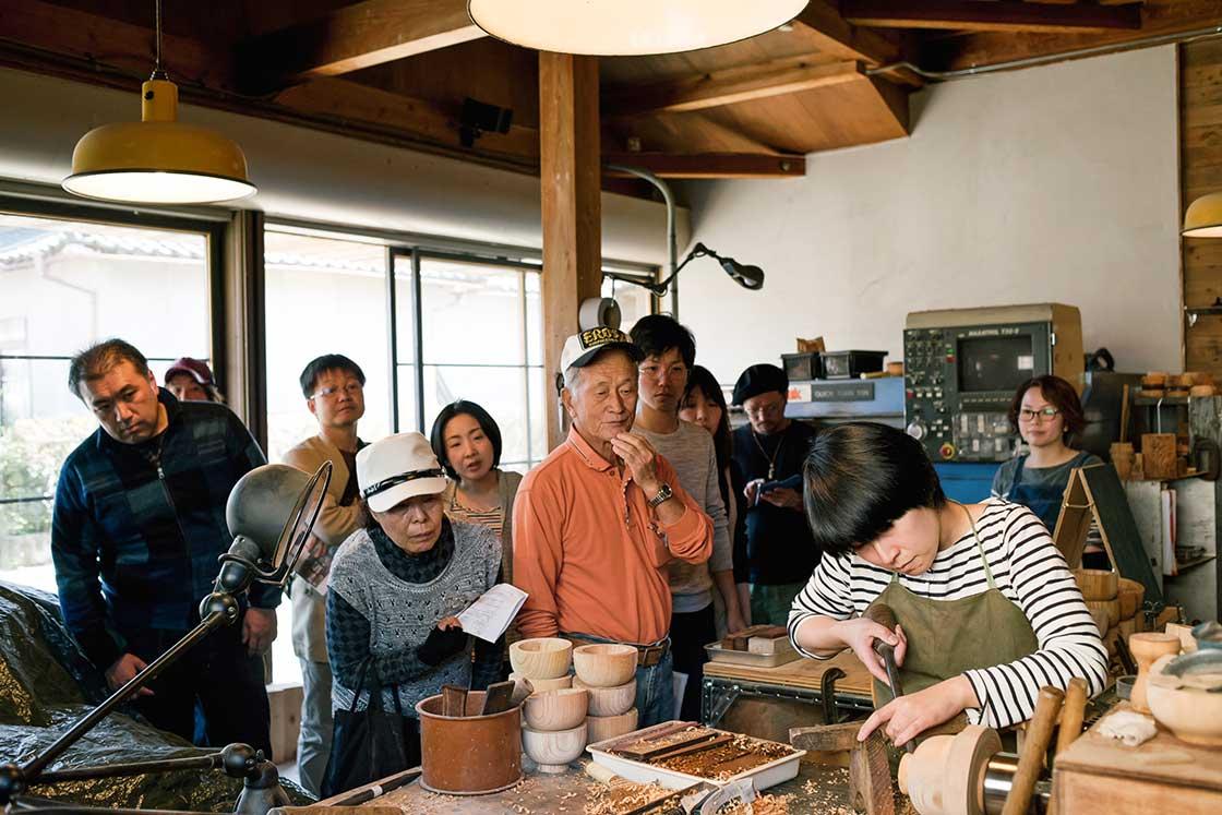 福井県鯖江市の工場見学イベントRENEWの様子