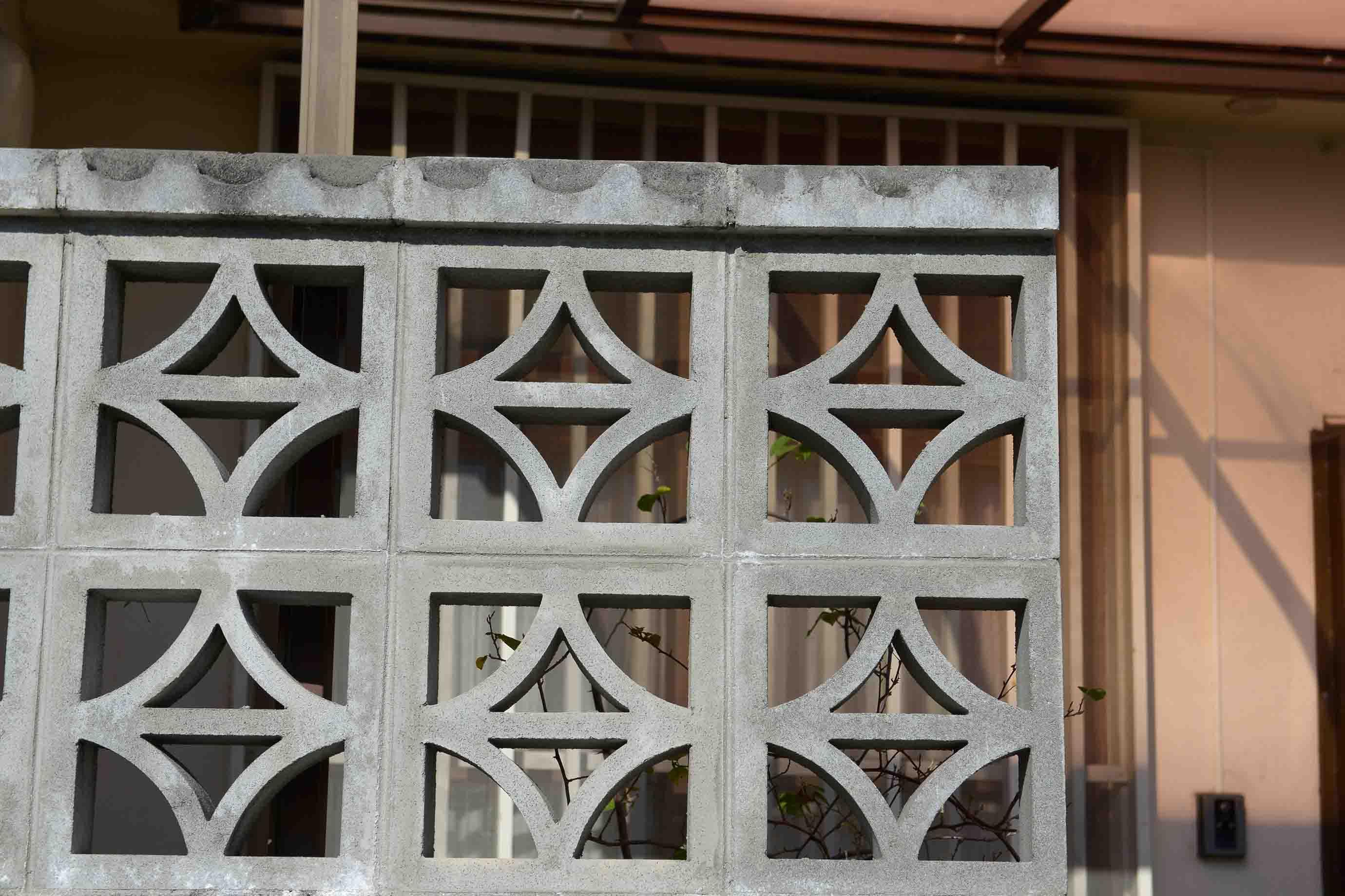 「カスリ」という名前の花ブロック。織物の絣のデザインからの連想で生まれたのだそう