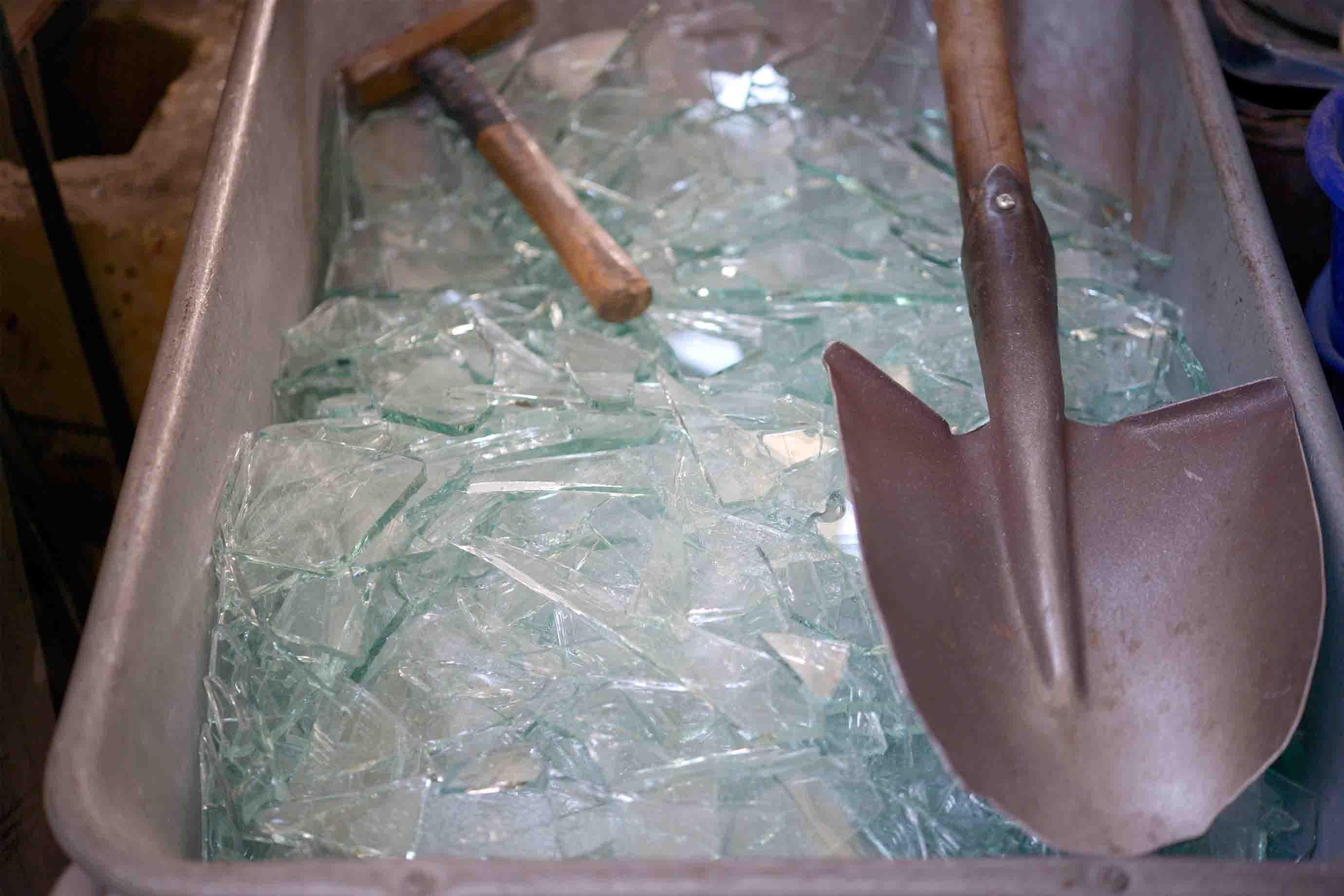 溶かす前のガラス片