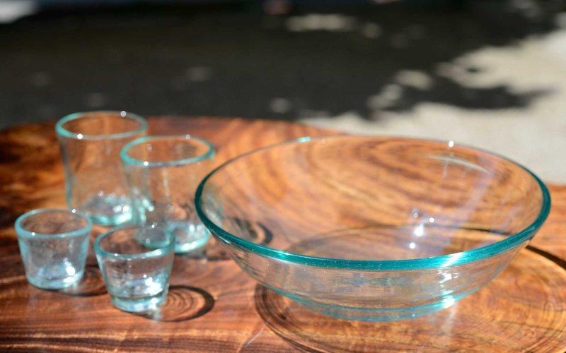 琉球ガラスでつくられた涼しげなうつわたち