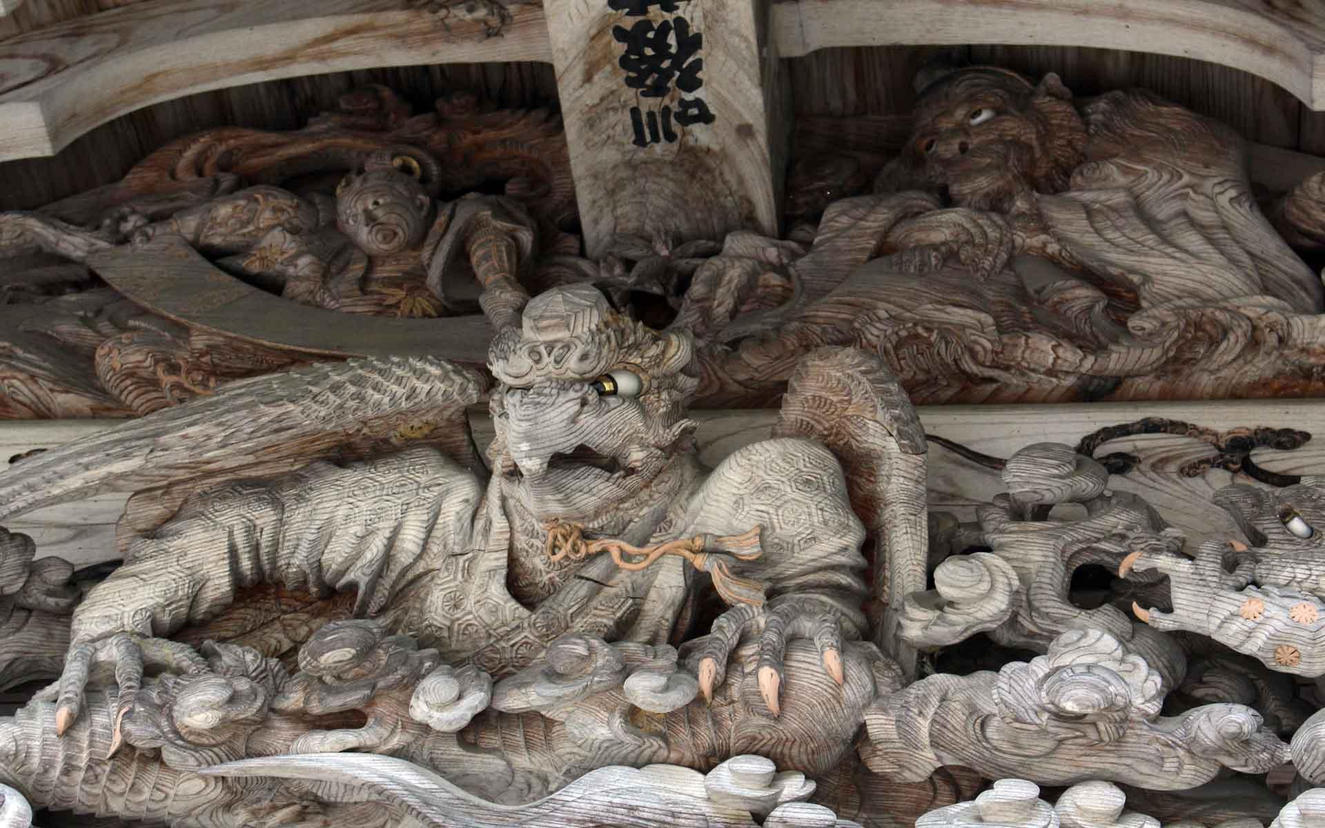 開山堂正面の向拝にある彫刻
