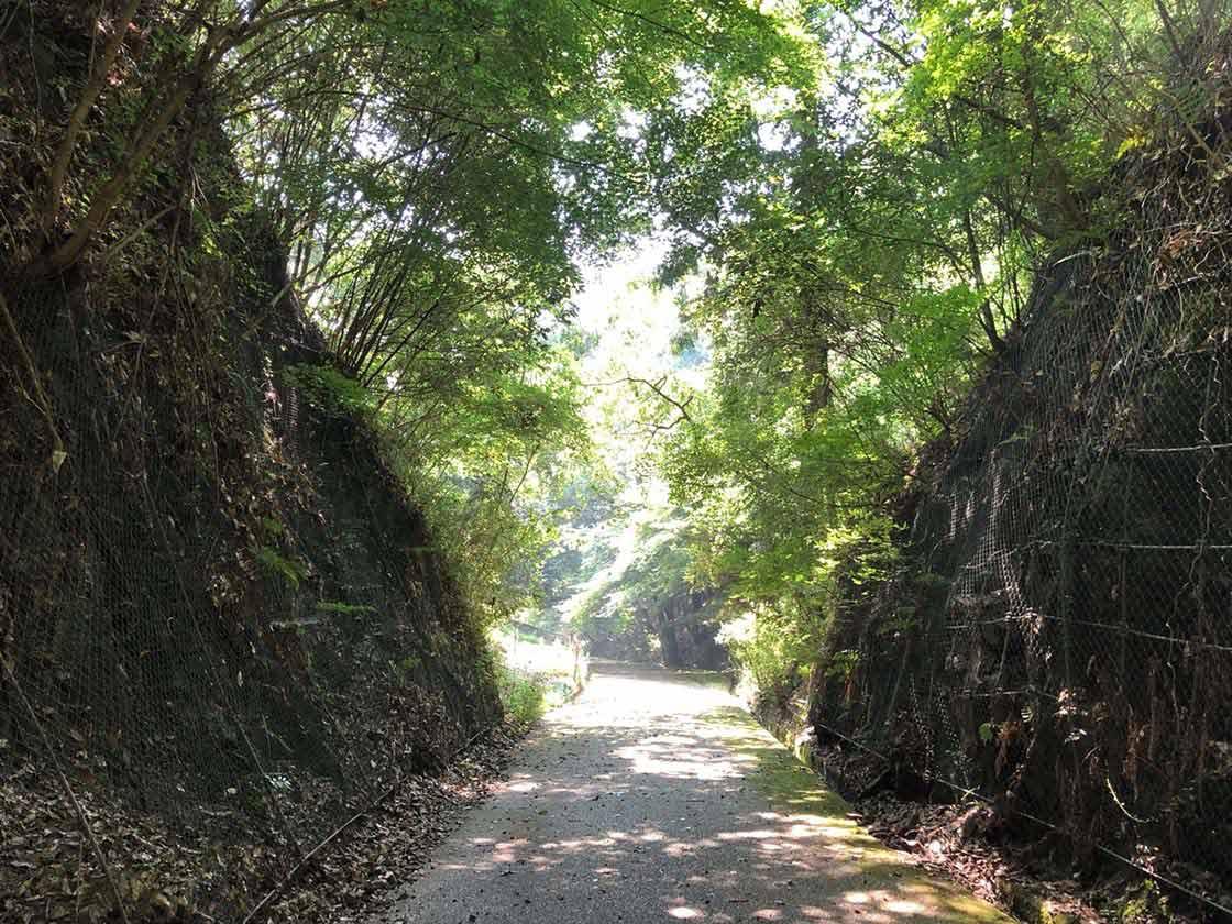 岡山県備前市の閑谷学校へ向かう道